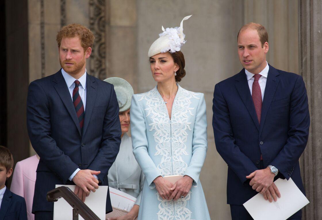 Le prince Harry, Kate Middleton et le prince William lors de la messe à la cathédrale St Paul de Londres pour le 90ème anniversaire de Sa Majesté Elizabeth II, le 10 juin 2016