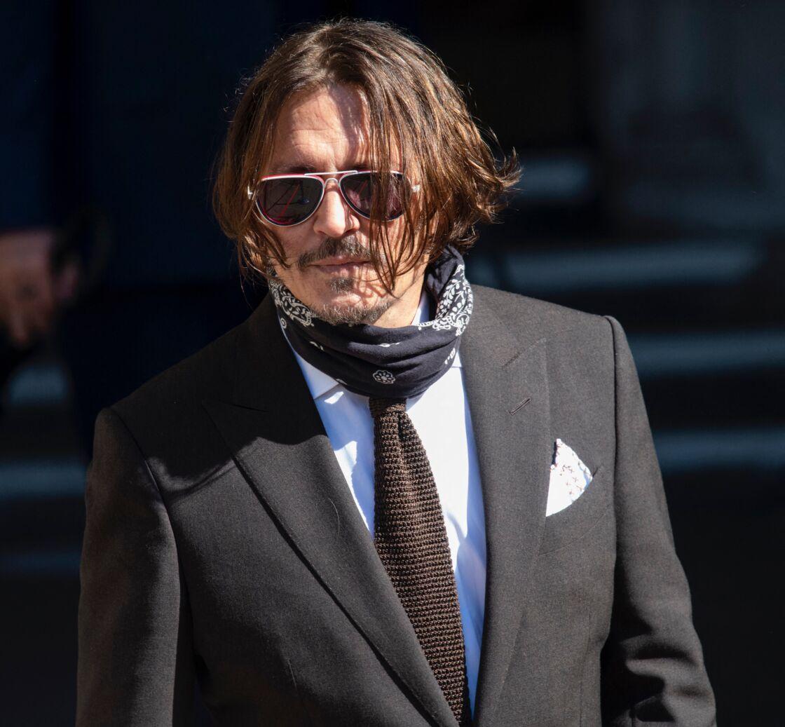 Johnny Depp sort de la Haute cour de justice de Londres, le 10 juillet 2020.