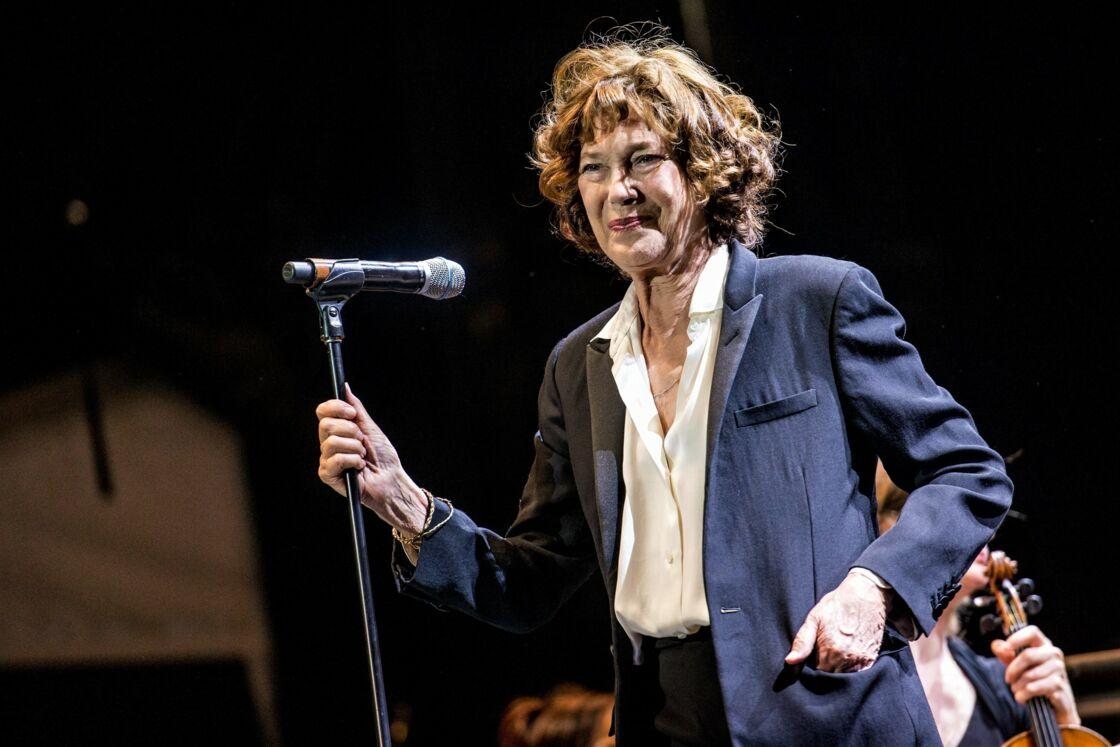 Près de quarante ans après leur rupture, Jane Birkin chantant Serge Gainsbourg, à Québec, en juillet 2018.