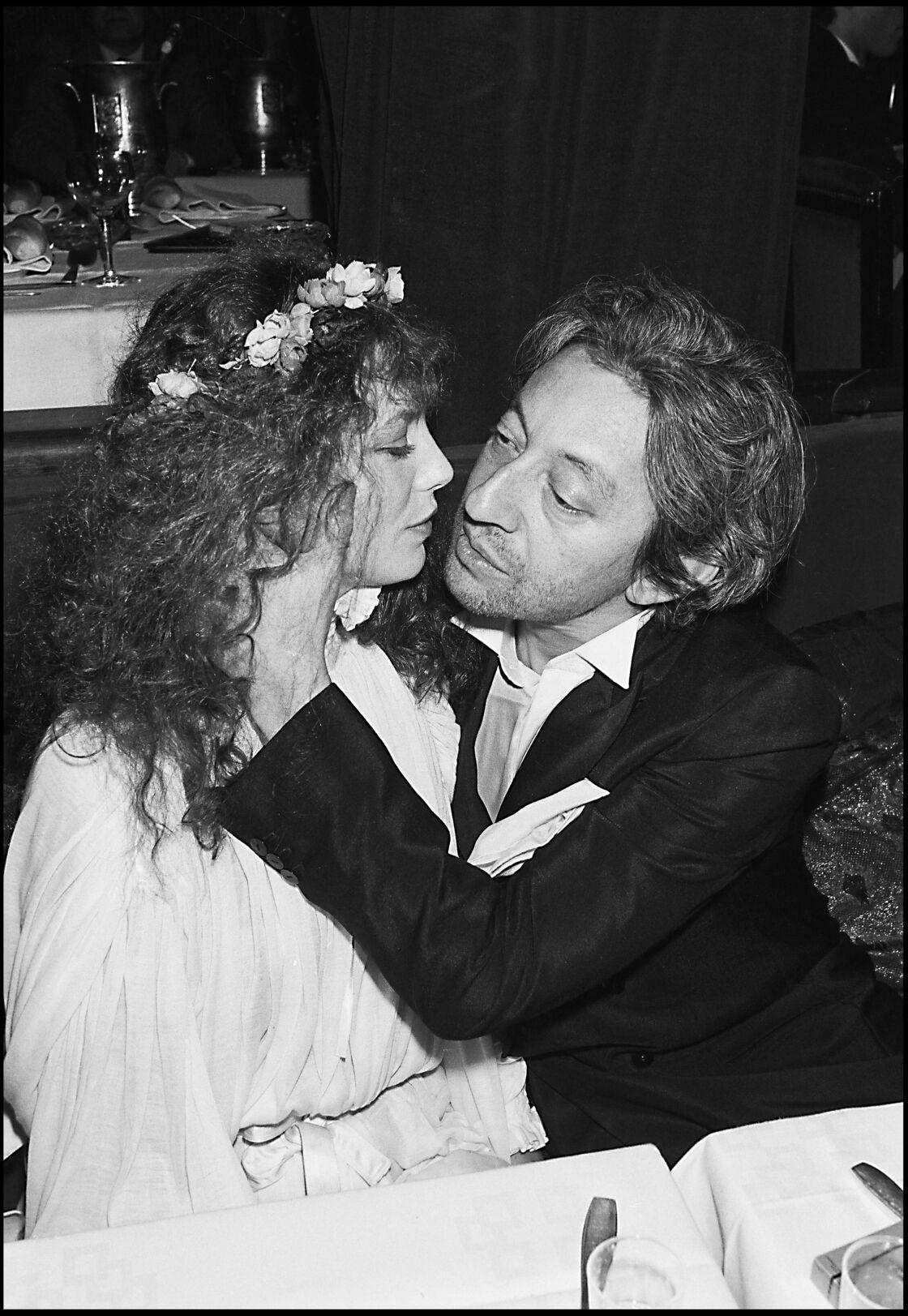 Serge et Jane, deux ans avant leur séparation, en 1978, attablés chez Raspoutine... Jane s'est lassée de leur vie nocturne, mais Serge la retient encore.