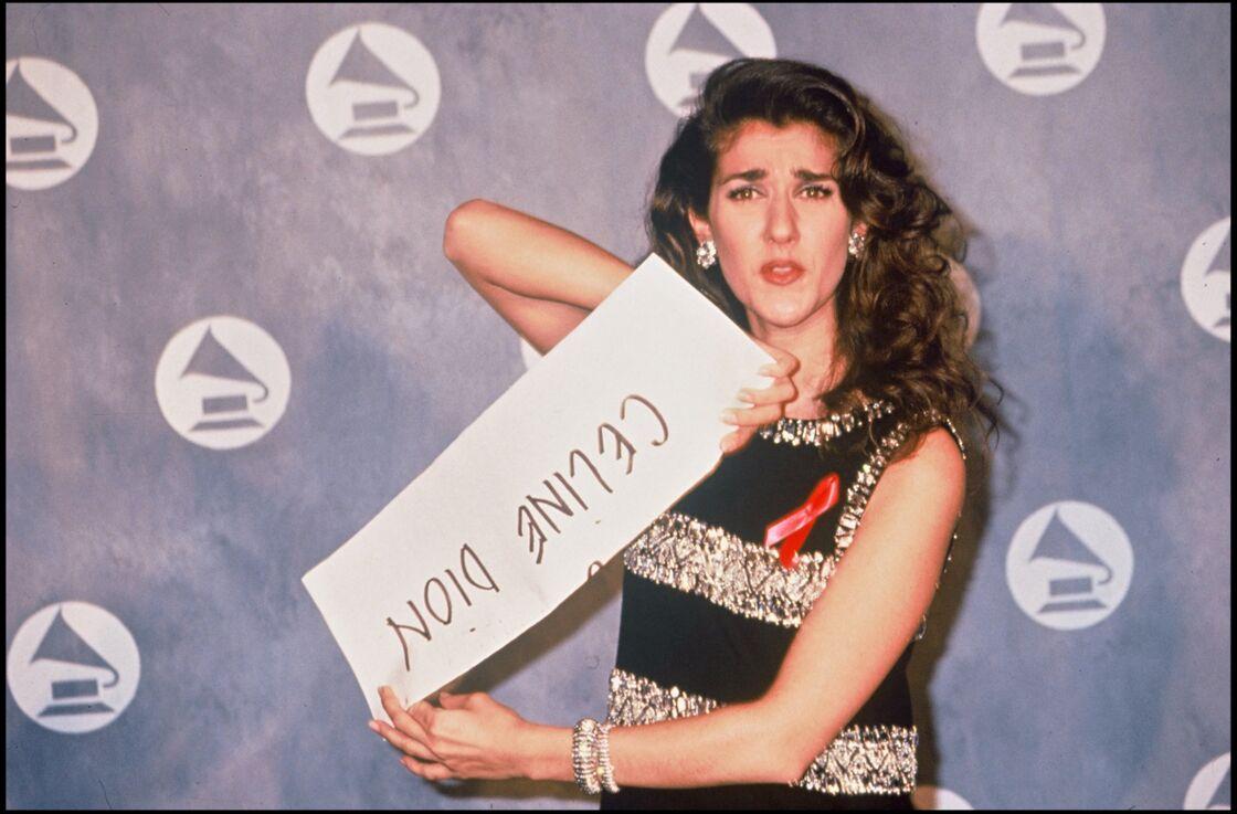 Céline à la cérémonie des Grammy Awards en 1992. Encouragée par René, elle vient de se lancer à la conquête du marché nord-américain. Les Etats-Unis sont sous le charme de la Cendrillon québécoise.