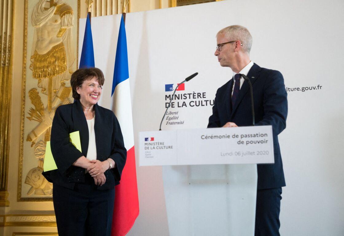 Roselyne Bachelot très émue lors de la passation de pouvoir avec Franck Riester, au ministère de la Culture, le 7 juillet 2020.