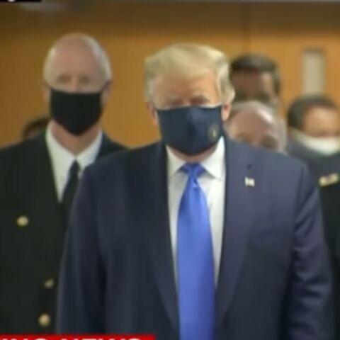 PHOTO – Donald Trump forcé de porter un masque en public