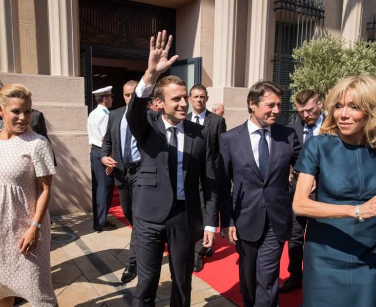 Plus tard dans la journée de ce 14 juillet 2017, Brigitte Macron avait laissé tombé son spencer pour rejoindre l'hôtel de ville de Nice, où un hommage aux victimes de l'attentat du 14 juillet 2016 était rendu.
