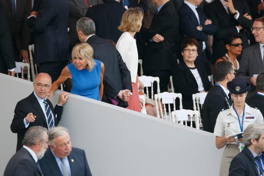 Le bronzage de Brigitte Macron attire également les regards ce 14 juillet 2015.