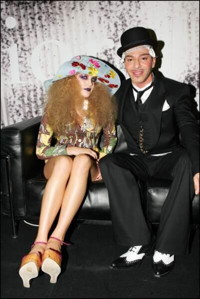 Lisa Marie Presley : aux débuts des années 2000, sa fille, qui se fait alors appeler seulement Riley, se lance dans le mannequinat. Elle devient égérie Dior
