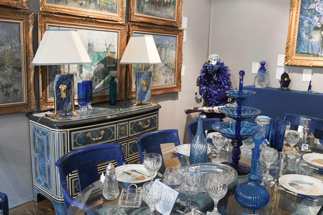 La collection bleue de Michou vendue aux enchères à l'hôtel Artcurial de Paris, France, le 5 juillet 2020