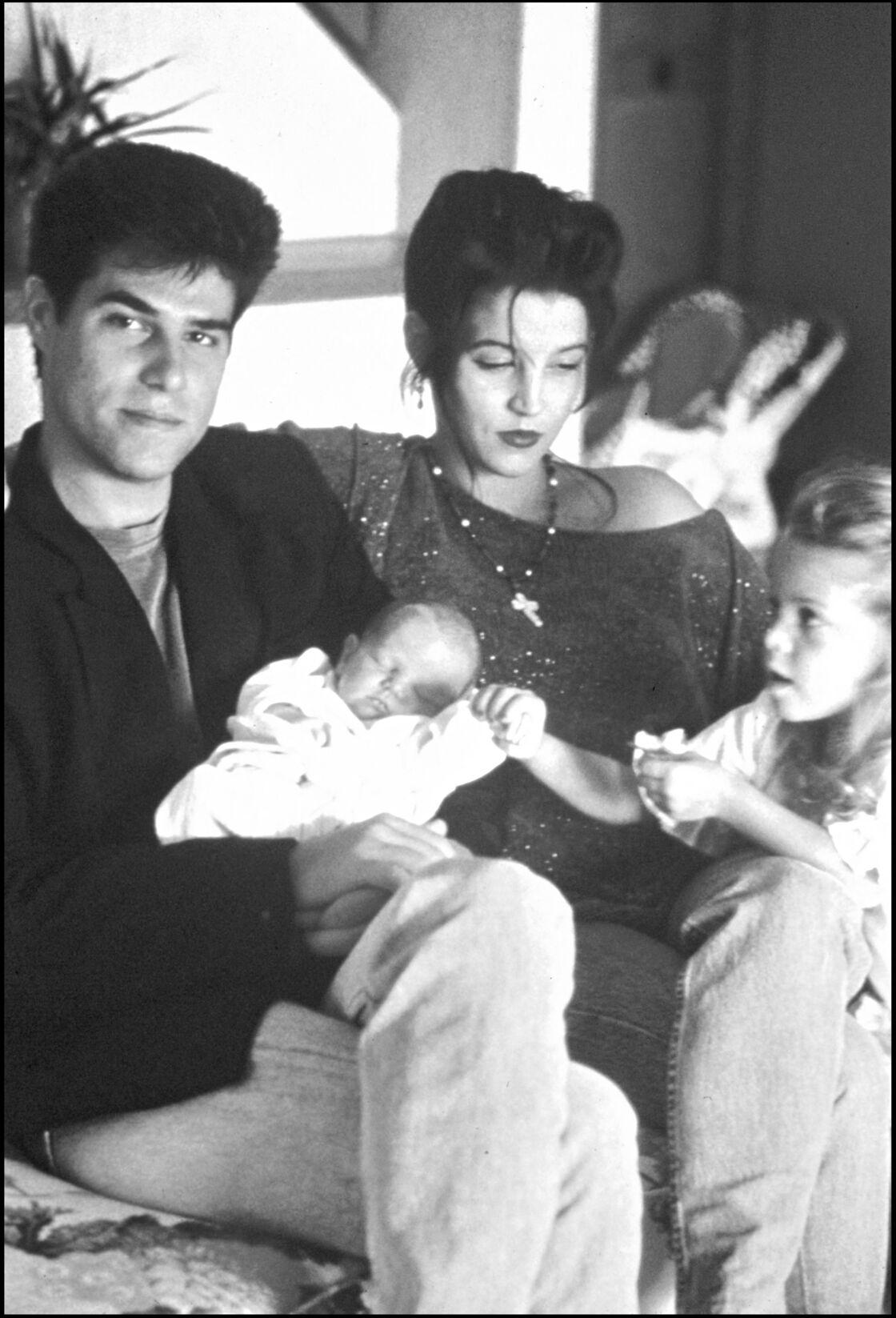 Lisa Marie Presley et Danny Keough avec leurs deux enfants