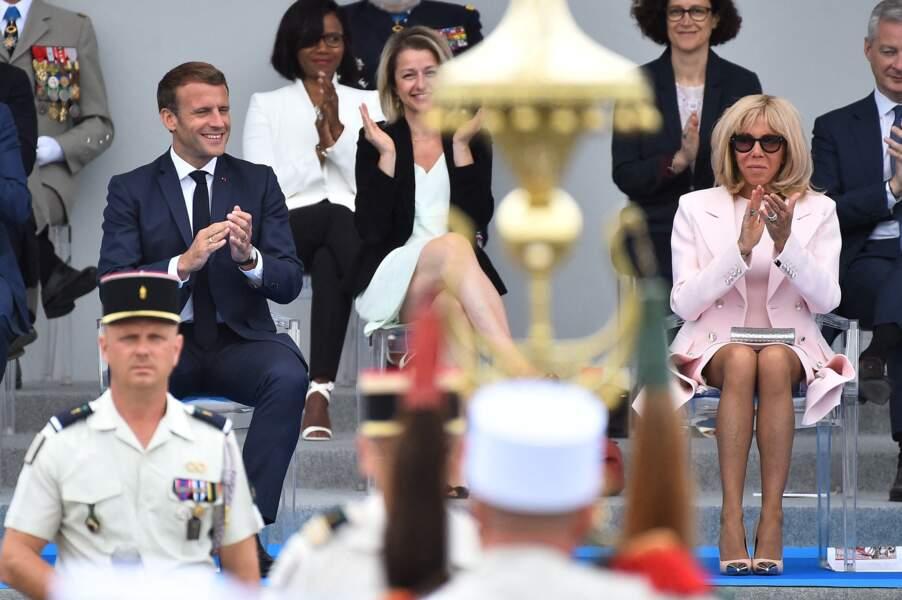 Comme souvent, Brigitte Macron était habillée par la maison Louis Vuitton ce 14 juillet 2020.