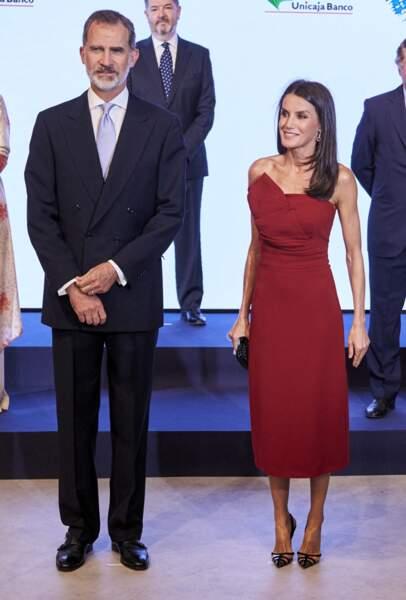 Le roi Felipe VI et Letizia d'Espagne sans masque pour la photo de groupe