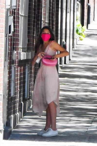 Suri Cruise dans les rues de New York le 15 juillet 2020 avec son masque pour respecter les consignes sanitaires