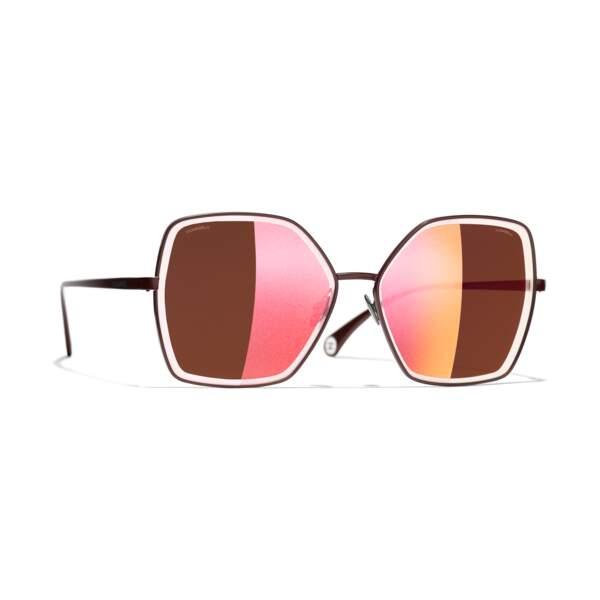 Lunettes de soleil, 440€, Chanel.