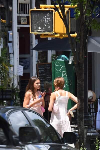 Suri Cruise de sortie sans sa mère à 14 ans, dans les rues de New York, le 15 juillet 2020