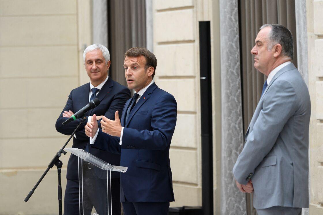 Emmanuel Macron et Didier Guillaume (à droite de l'image), le 1er mai 2020