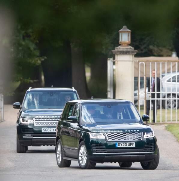 Elizabeth II et le prince Philip partent du mariage de Beatrice d'York
