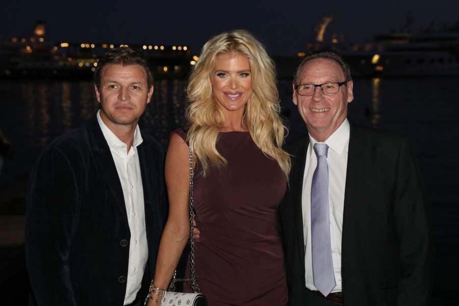 Gareth Wittstock, Victoria Silvstedt et Jean-Jacques Raffaele (maire de La Turbie, lors du tirage au sort de la Coupe Princesse de Monaco au Yacht Club de Monaco le 2 octobre 2019.