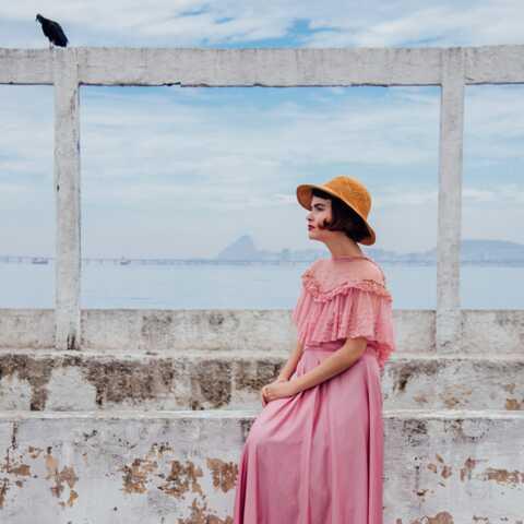 PHOTOS – Comment porter le chapeau de paille si tendance cet été?