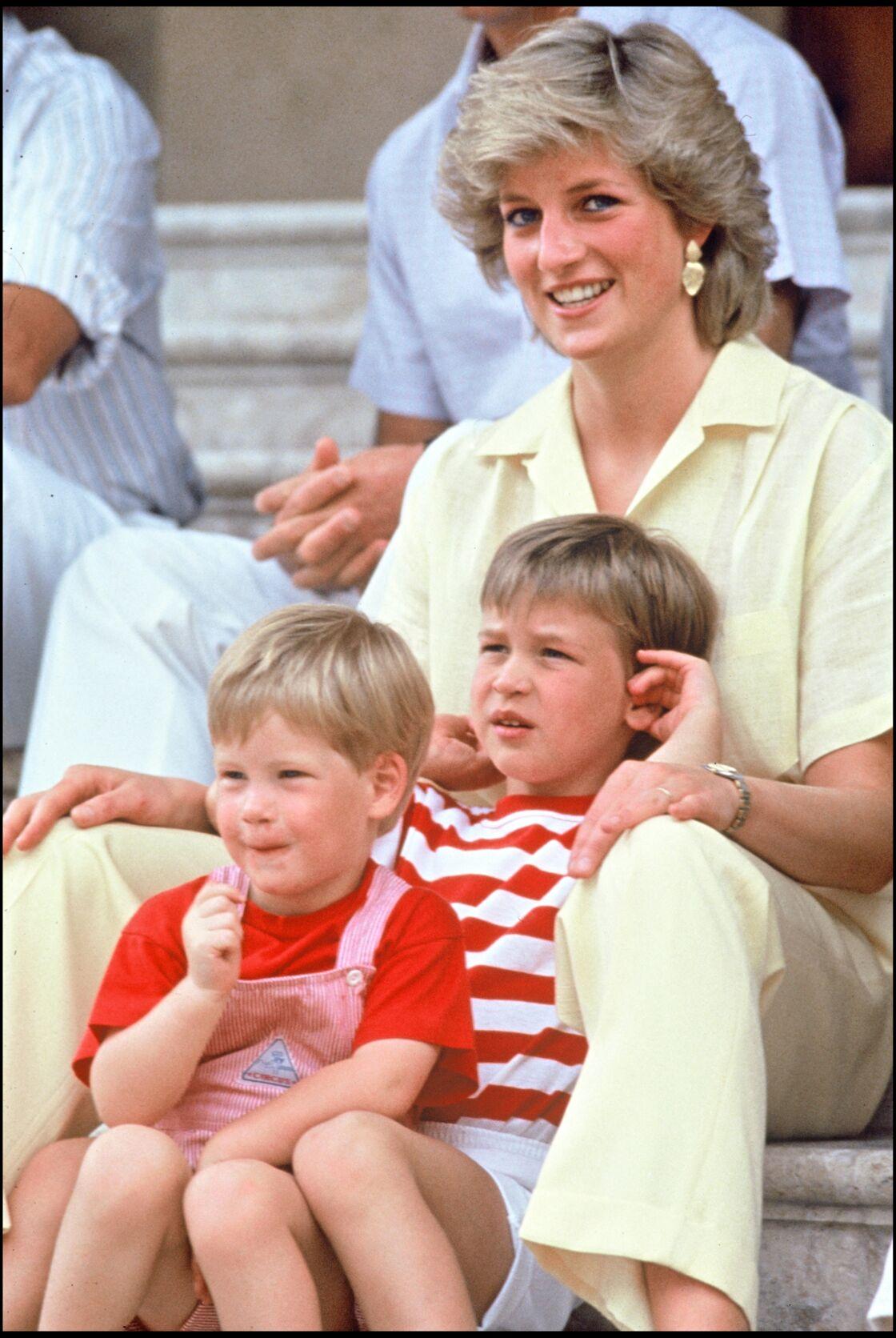 Malgré ses engagements, Lady Diana a toujours consacré beaucoup de temps à deux fils, les princes William et Harry.