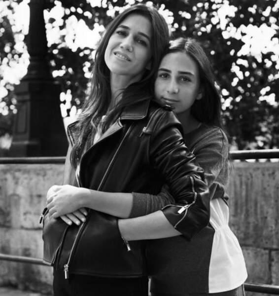 En 2015, Charlotte Gainsbourg la modeuse, embarque sa fille aînée, Alice dans la célèbre campagne Mère-fille de Comptoir des Cottoniers.