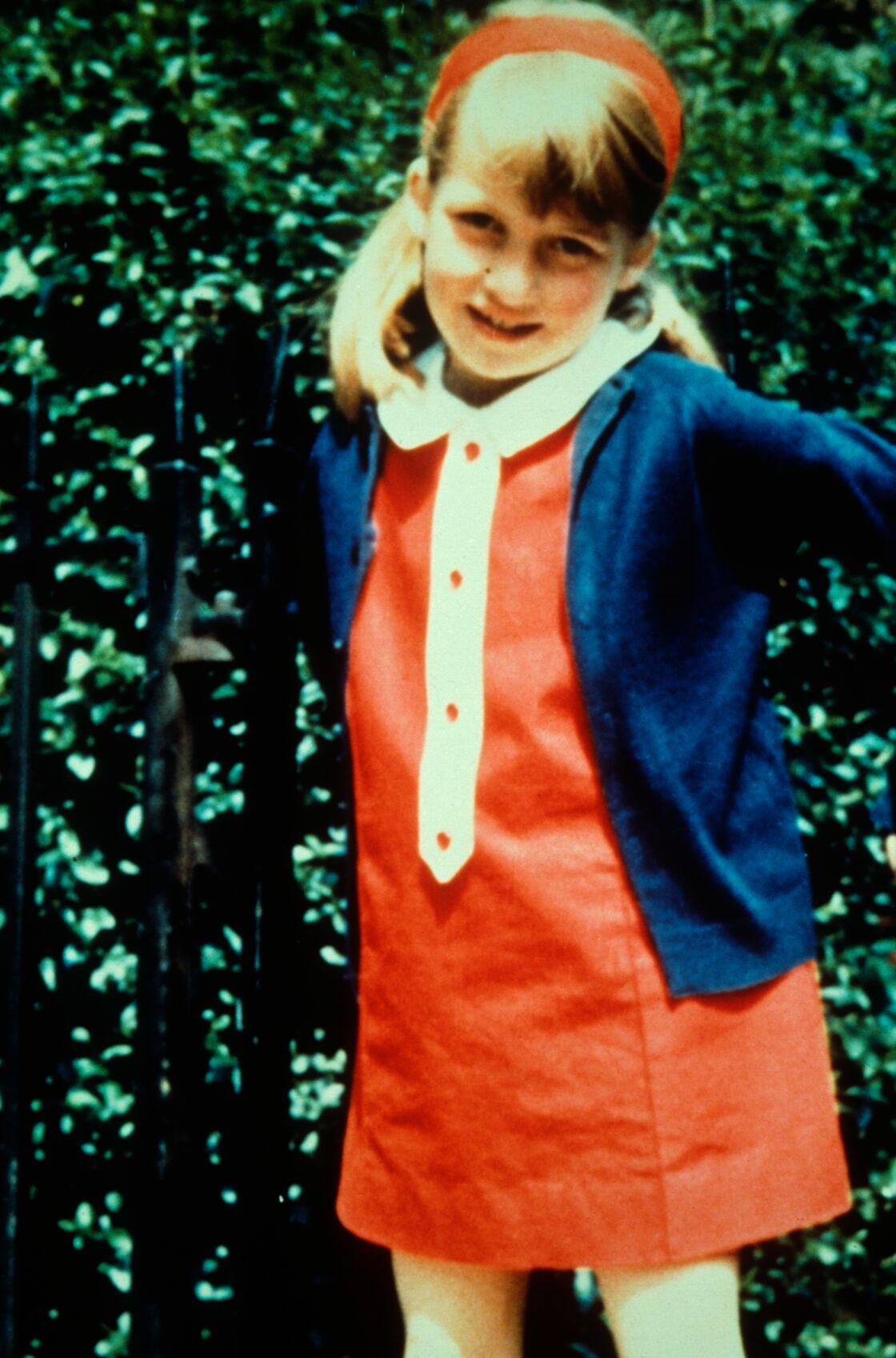 Enfant, Diana a attendu désespérément le retour de sa mère à la maison.
