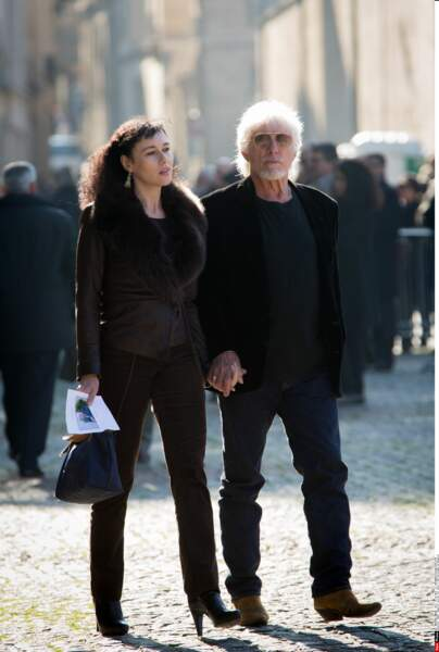 Hugues Aufray assume sa double vie avec Muriel, sa jeune compagne