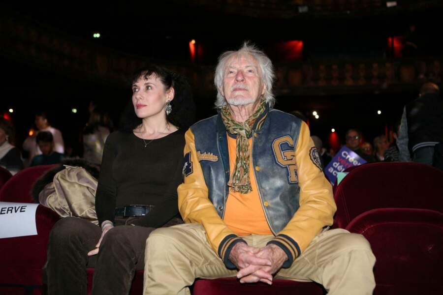 Hugues Aufray n'hésite pas à sortir publiquement avec Muriel, comme ici, au Trianon, en décembre 2019