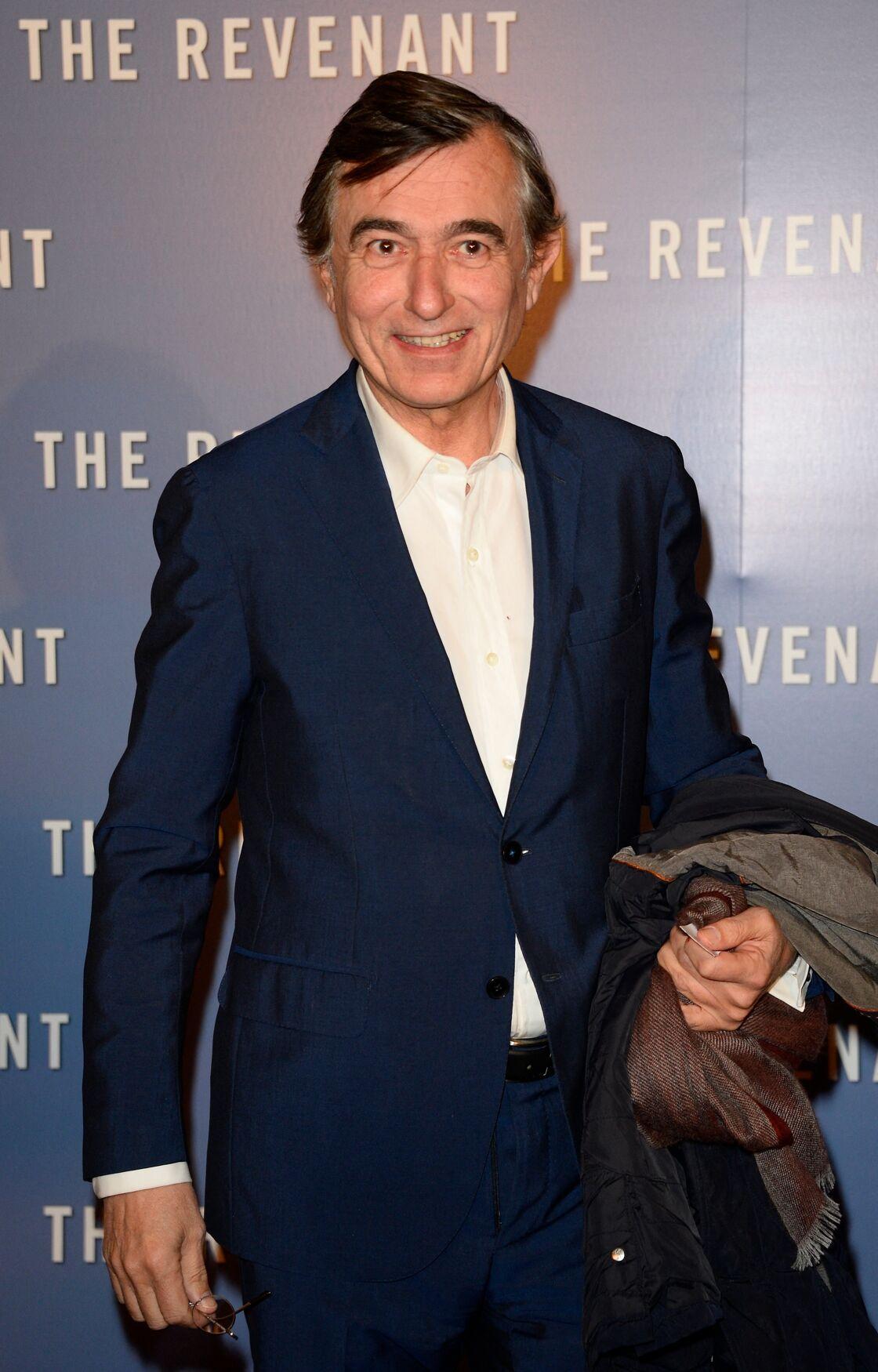 Philippe Douste-Blazy, l'un des soutiens de Didier Raoult, a été ministre de la Santé de 2004 à 2005, dans le gouvernement de Jean-Pierre Raffarin.