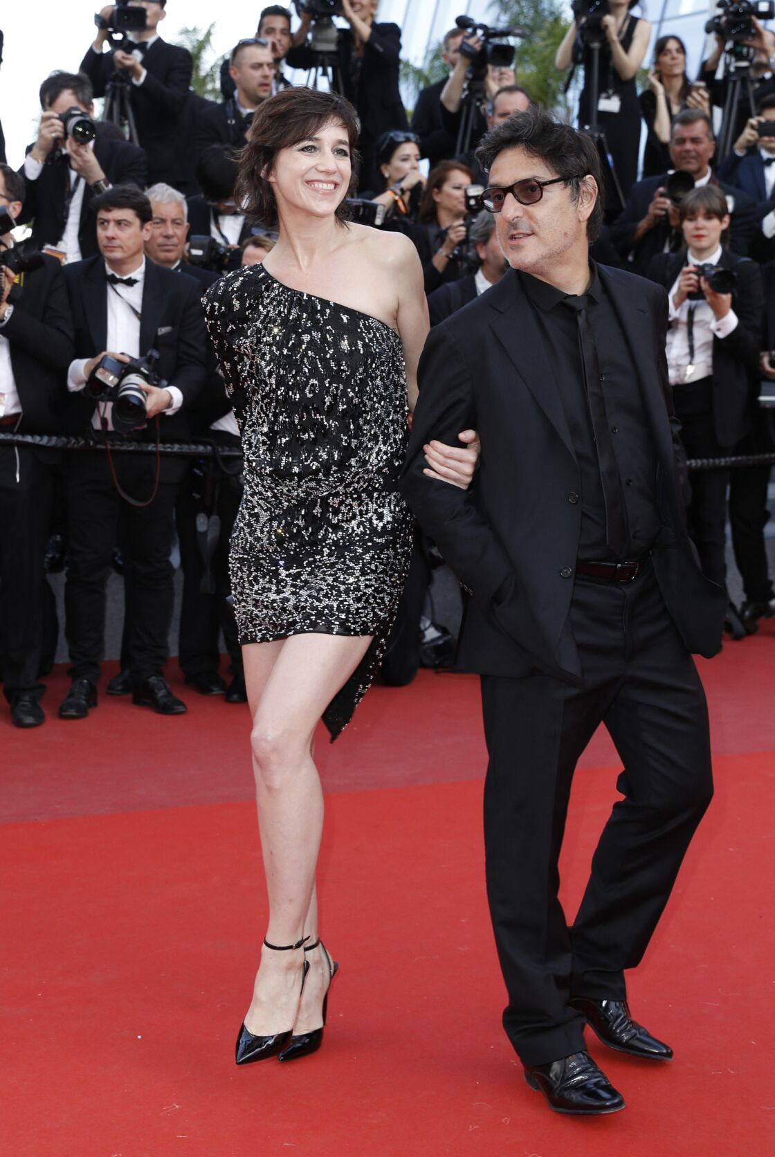 Charlotte Gainsbourg et Yvan Attal apparaissent toujours aussi complices, après 29 ans de vie commune, comme ici à Cannes en mai 2017.
