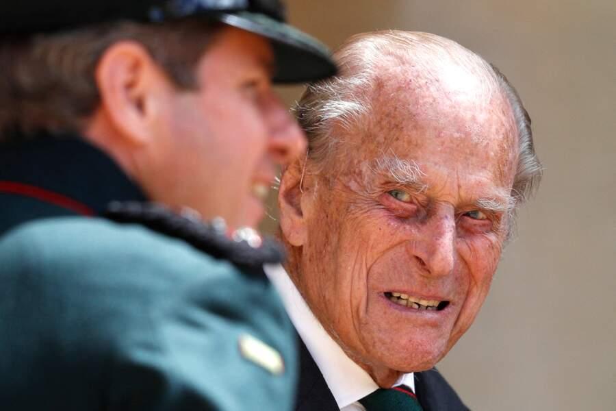 Le prince Philip apparaît bon pied, bon oeil lors de ce rare engagement public