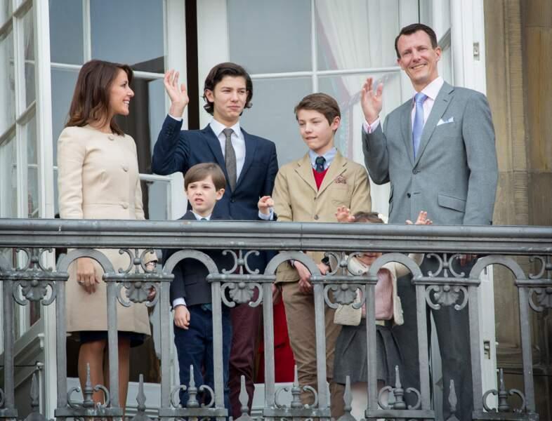 La princesse Marie, le prince Joachim de Danemark, et leurs enfants, le prince Nikolaï, le prince Henrik, le prince Félix et la princesse Athéna le 16 avril 2016