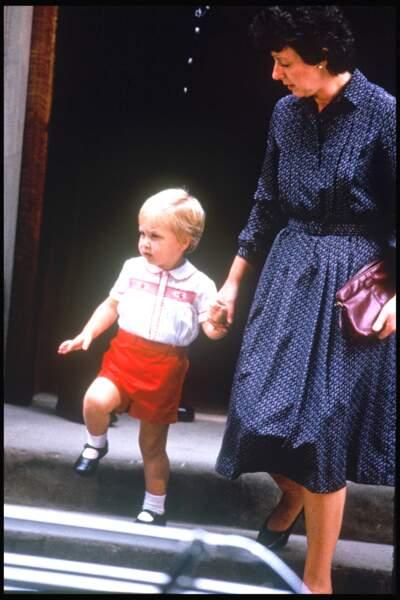 Le prince William en 1984, jour de la naissance de son frère Harry.