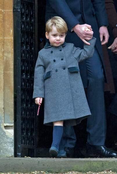 Le prince George de Cambridge en manteau chic à Noël en 2016.
