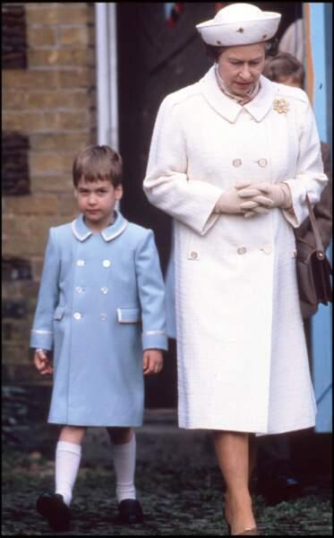Le prince William avec la reine pour Noël en 1988.