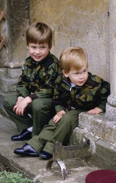 le prince William fan de tenue camouflage en 1986.