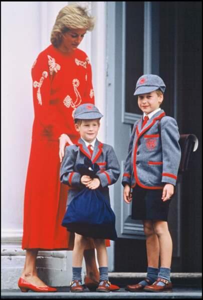 Les prince William et Harry le jour de la rentrée en 1989.