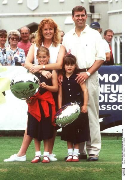 Fergie et Andrew, avec leurs deux filles, lors d'un match de golf, le 5 août 1997.