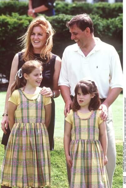 Sarah Ferguson et Andrew, avec leurs deux filles, Beatrice et Eugenie, en juillet 1998.
