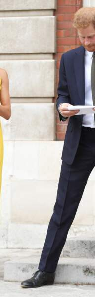 Meghan Markle éclatante dans cette robe jaune Brandon Maxwell.