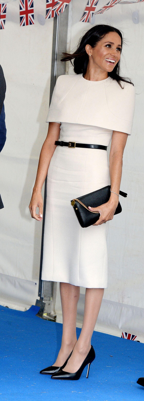 Meghan Markle dans une robe près du corps signée Givenchy
