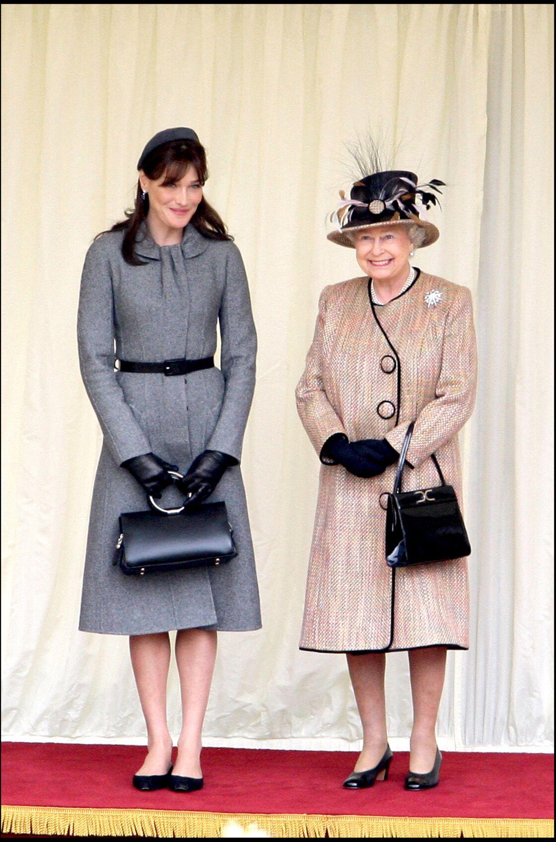 Aux côtés de la reine en 2008, Carla Bruni avait fait un sans faute