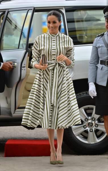 Meghan Markle parfaite dans cette robe rayée Martin Grant.