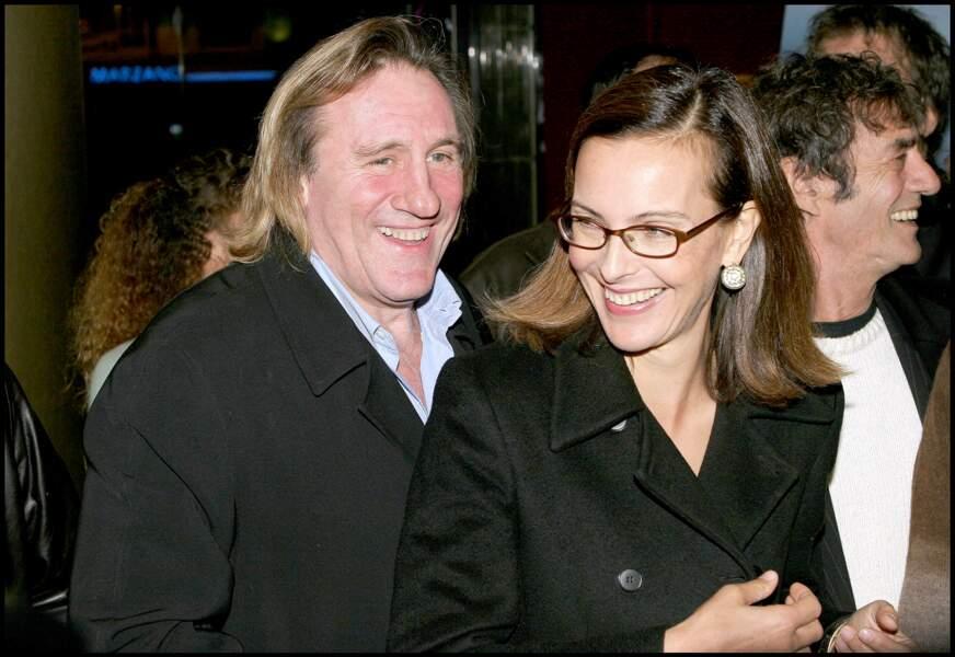 """Carole Bouquet et Gérard Depardieu à l'avant première du film """"36 quai des Orfèvres"""" en 2004."""