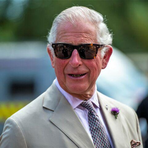 PHOTO – Le prince Charles stylé avec ses lunettes de soleil