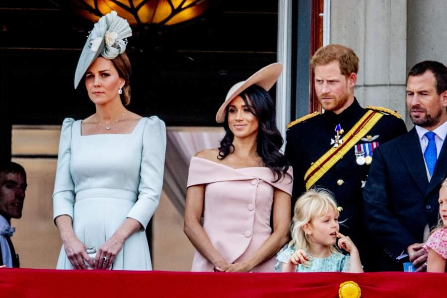 """Meghan Markle et Kate Middleton réunies lors du rassemblement militaire """"Trooping the Colour"""" (le """"salut aux couleurs""""), le 9 juin 2018."""
