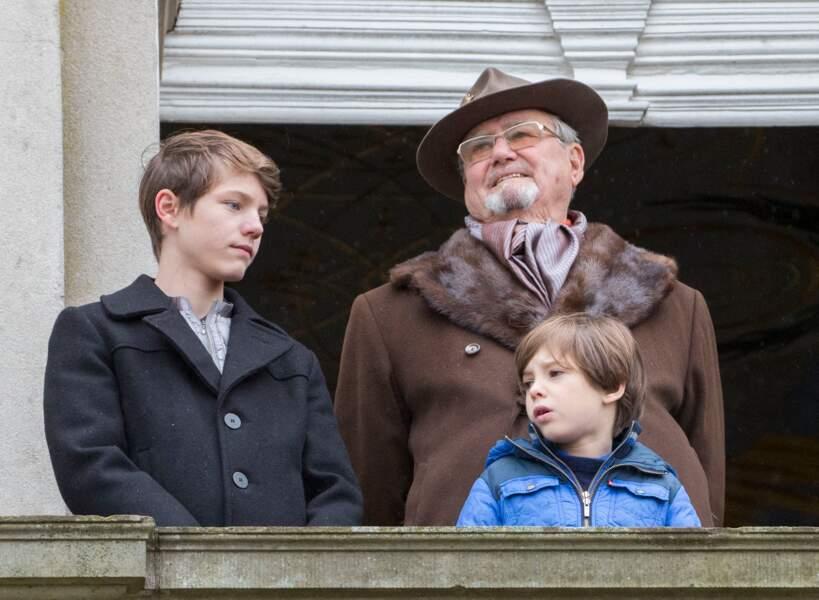 """Le prince Felix, avec son grand-père Henrik de Danemark, et son demi-frère Henrik, à la traditionnelle chasse à courre """"Hubertus"""" à Copenhague, le 6 novembre 2016."""