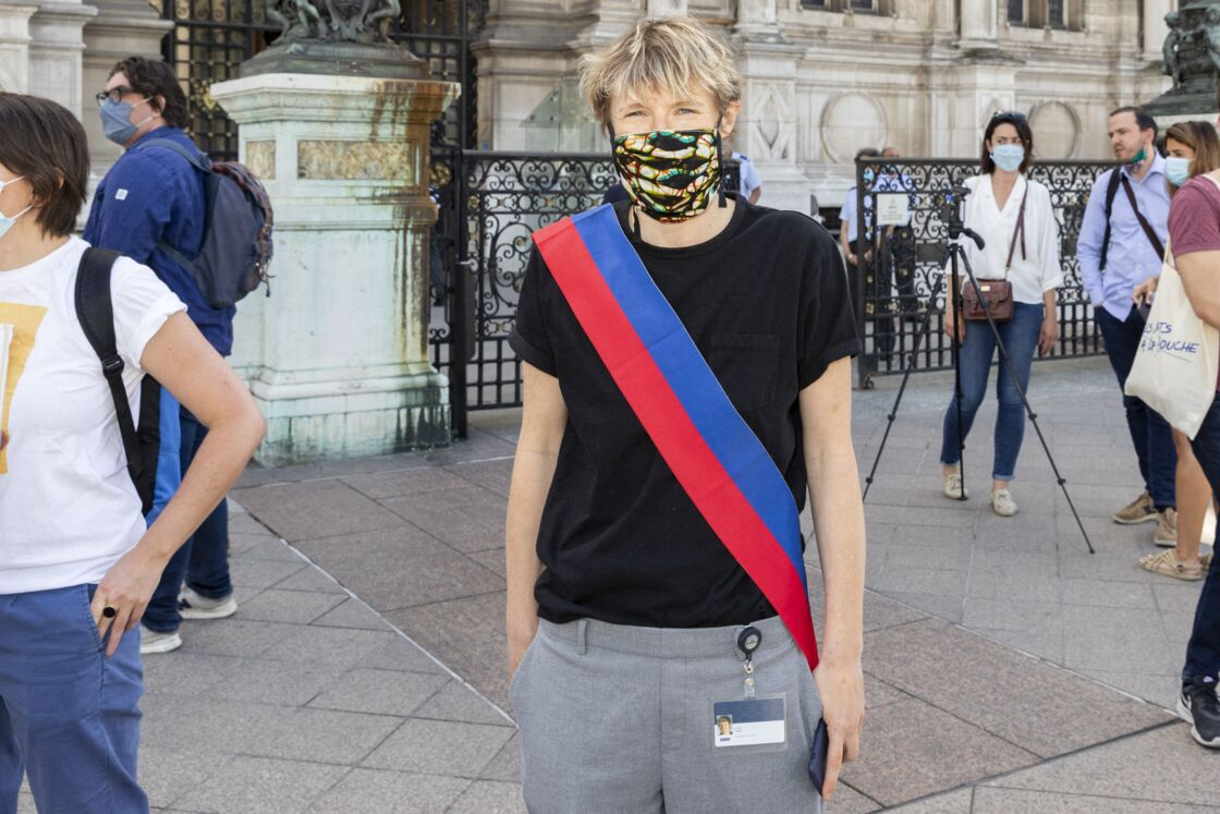 Alice Coffin, lors des manifestations de militants écologistes et de groupes féministes contre l'adjoint à la culture de la mairie de Paris M. Girard.