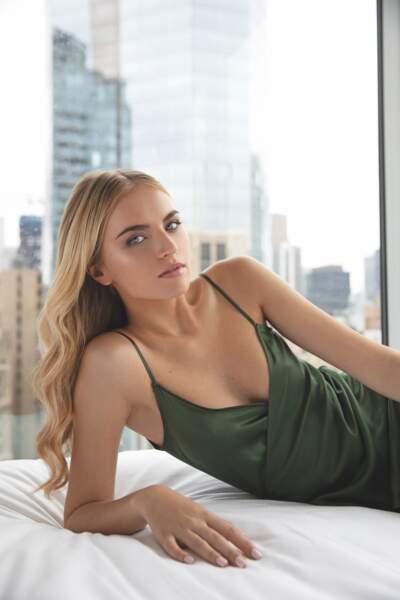 Les blonds naturels se subliment avec un ombré hair caramel pour un peu de contraste.