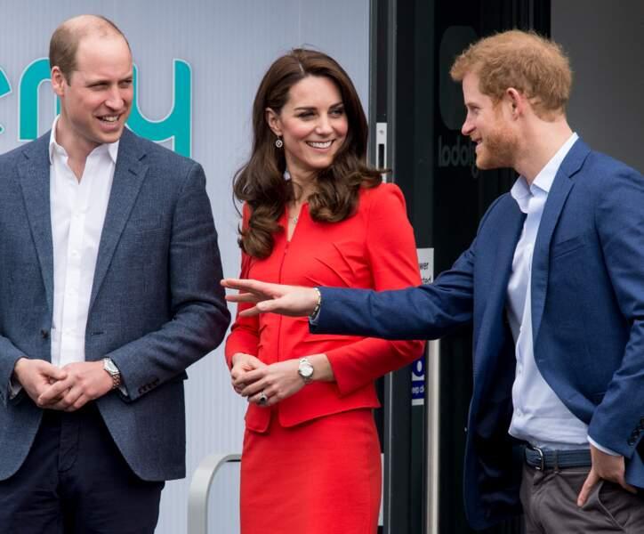 En 2017, le trio composé par Kate Middleton, Harry et William ne sera plus longtemps visible sur les pages des magazines. En effet, Meghan Markle a fait son entrée dans la vie du prince cadet.