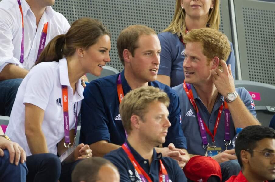 Kate Middleton a fait son apparition dans le duo formé par les deux frères. Et très vite, la complicité entre les trois est flagrante.
