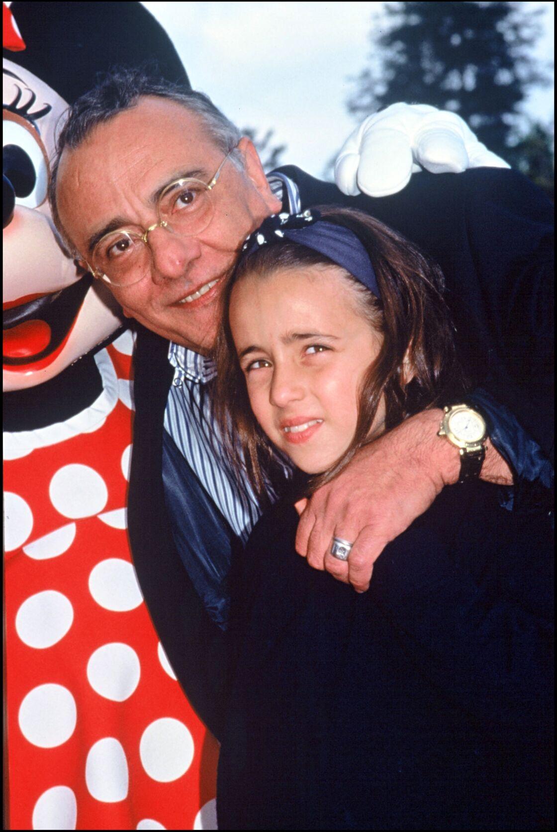 Yves Mourousi, un papa poule pour sa fille Sophie (ici, en 1997 à Eurodisney)